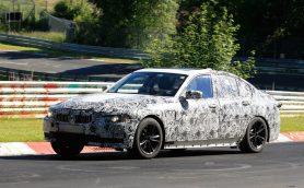 【スクープ】なんと前輪をモーターで駆動!? BMWの次期3シリーズ、サーキットテストを撮った!