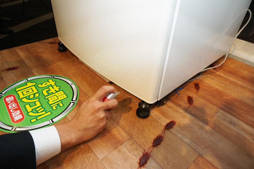 ↑冷蔵庫やシンクのスキマにワンプッシュ!
