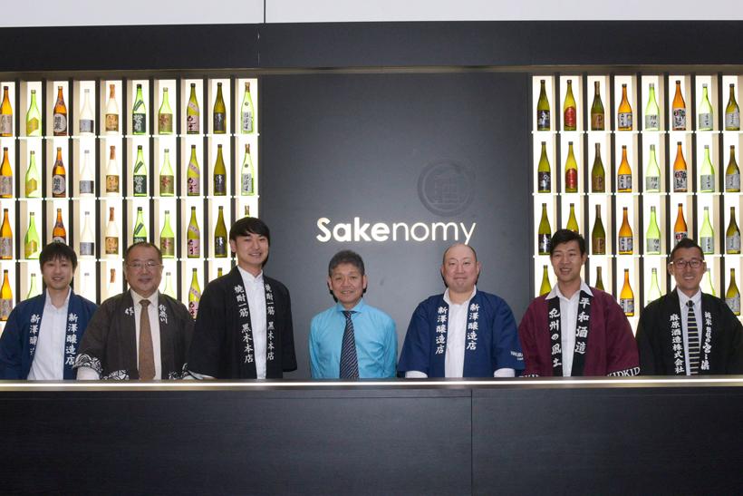 ↑ミラノでの開催したSAKE BARの蔵元との集合写真