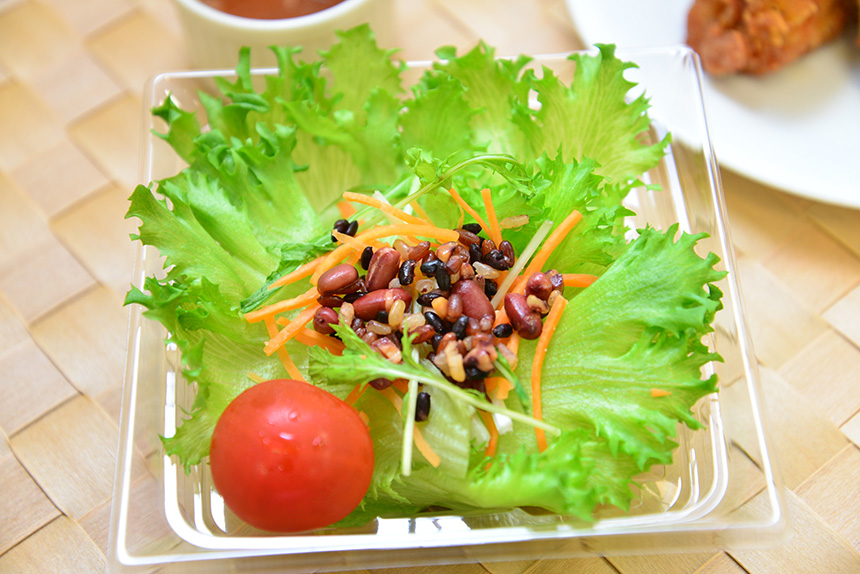 ↑豆と雑穀入りグリーンサラダ 260円