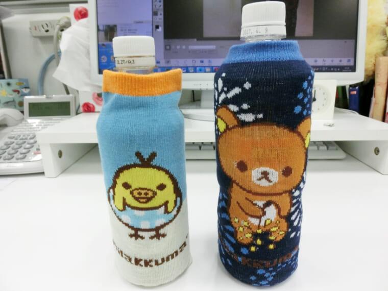 ↑かなり余裕のあるサイズ。左は通常の500mℓサイズのペットボトルに使用した状態で、右は伊藤園の麦茶に使用した状態