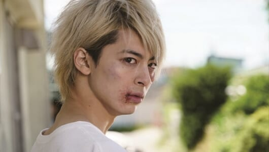 来春公開の亀梨和也主演映画「PとJK」、高杉真宙の劇中金髪カットが解禁!