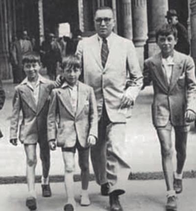 ↑創業者のジュリオ・モレラートと3人の息子たち