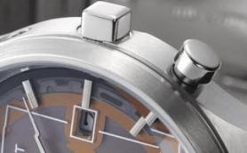 スケルトン文字盤のトレンドはソーラー電波時計にも! ソーラーセルを大胆露出したインディペンデント最新作