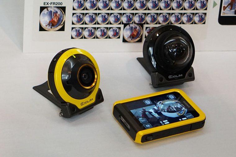 ↑左がFR100、右がFR200ののカメラ部。レンズの違いが分かる