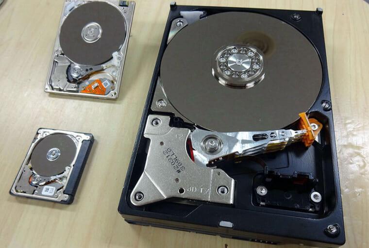 ↑ベアHDDやコンパクトフラッシュなど各種媒体を取り扱う
