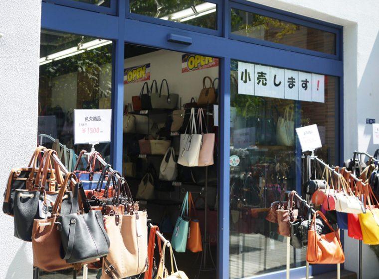 ↑逆に数は少ないものの、小売りも兼ねるお店は堂々と「小売りします!」の文字が