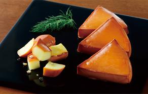 ↑チーズ、ちくわ、たくあん……と、冷蔵庫にある食材が、お酒にピッタリの燻製に!
