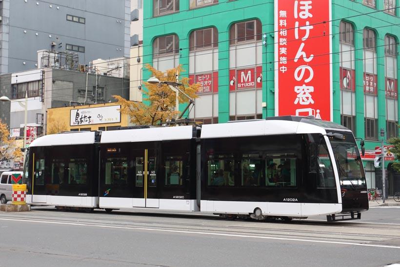↑札幌市電で最も新しいA1200形。愛称はポラリスだ