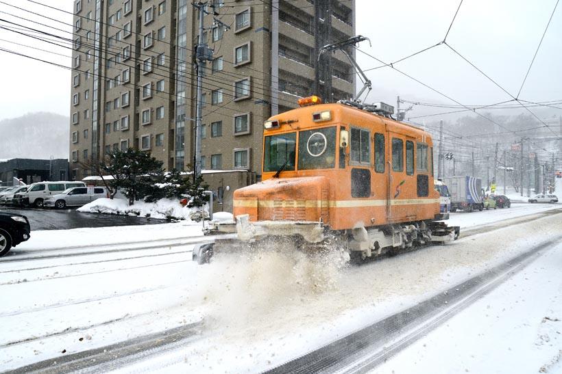 ↑冬には除雪用のささら電車も登場。札幌の冬の風物詩となっている