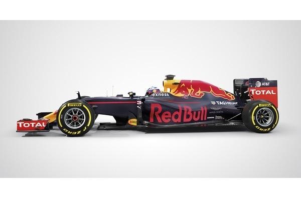 ↑市販車のホイールが大径化しているなか、F1は13インチのまま。ひと昔前の軽自動車並みのサイズだ