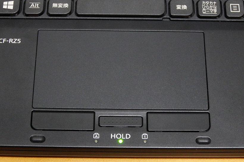 ↑中央の「HOLD」ボタンを押すとHOLDモードになり、タッチパッドが無効化されます。