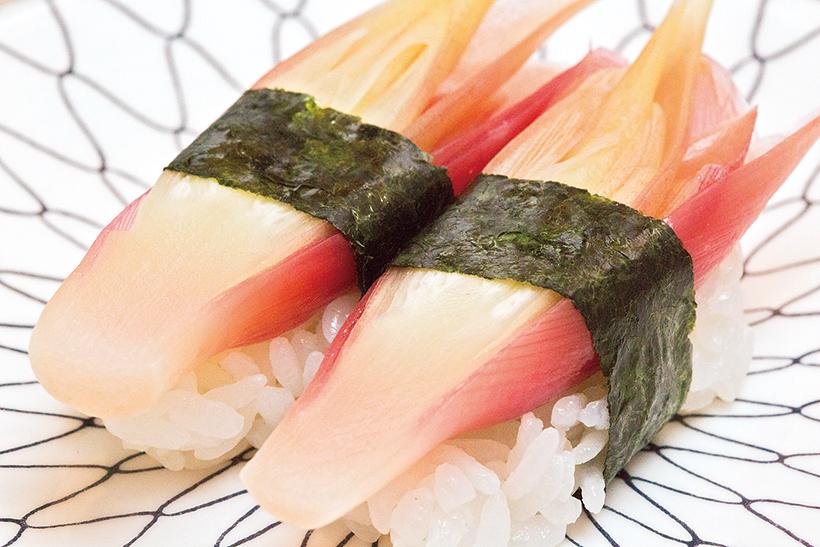 ↑みょうが/一貫(172円) 店で酢漬けしたみょうがの寿 司。シャキシャキの食感が心地よ く、甘酸っぱさも好アクセントに。みょうが独特の風味と苦みでさっぱりと食べられる
