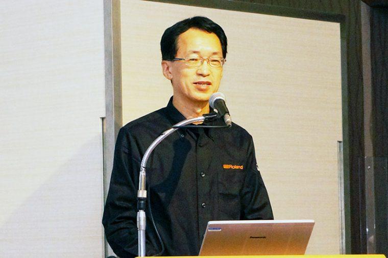 ↑自社ブランドとの相乗効果について語るローランドの三木純一社長