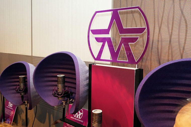 ↑イギリスのマイクメーカー「Aston Microphones」。プロ向けのスタジオマイクを開発・製造。高品位なコンデンサマイクと特殊素材を採用したリフレクションフィルターを手がける