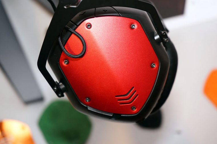 ↑世界的DJも愛用するアメリカのヘッドフォンメーカー「V-MODA」は、ローランドの子会社として販売を開始。鎧のようなカバーが特徴的な「Cressfade」シリーズを展開