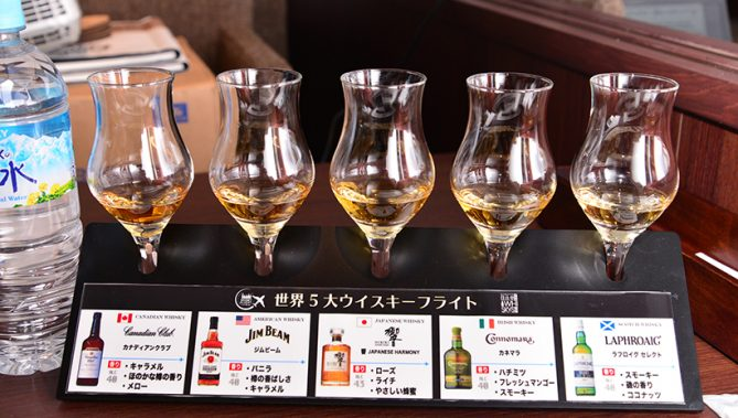 ↑世界5大ウイスキー・フライト 980円(税抜)