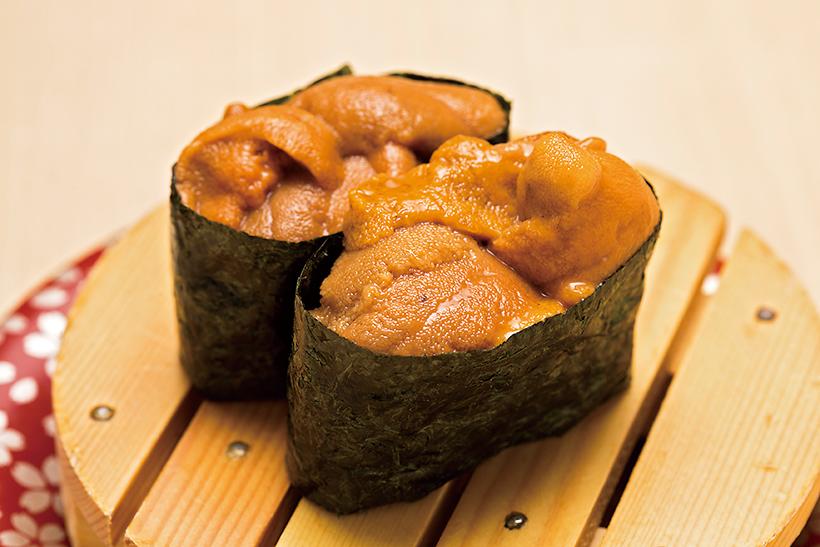 ↑塩水ウニ/一貫(390円) 北海道のなかで最も美味と 言われる羅臼産のばふんうに を使用。身崩れ防止用のミョ ウバン不使用で、苦みのないすっきり濃厚な甘みが特徴だ。