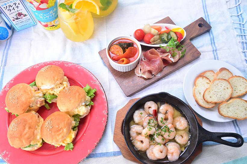↑肉や野菜が焼ける前に、食前酒や前菜といったオードブルを用意し、彩りや味を楽しむ