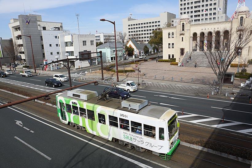 ↑井原電停〜運動公園前間には路面電車で日本一という半径11メートルという急カーブがある