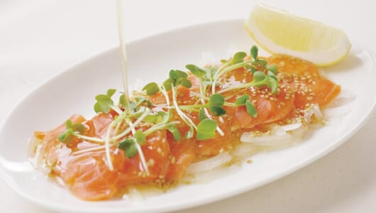 かけるだけで鮮烈な風味をプラス! 「鮭」が格段にウマくなる調味料5選