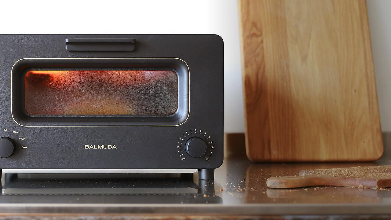 ↑最初にパンの表面にキツネ色の層を作り、中の水分を閉じ込めたまま焼き上げます