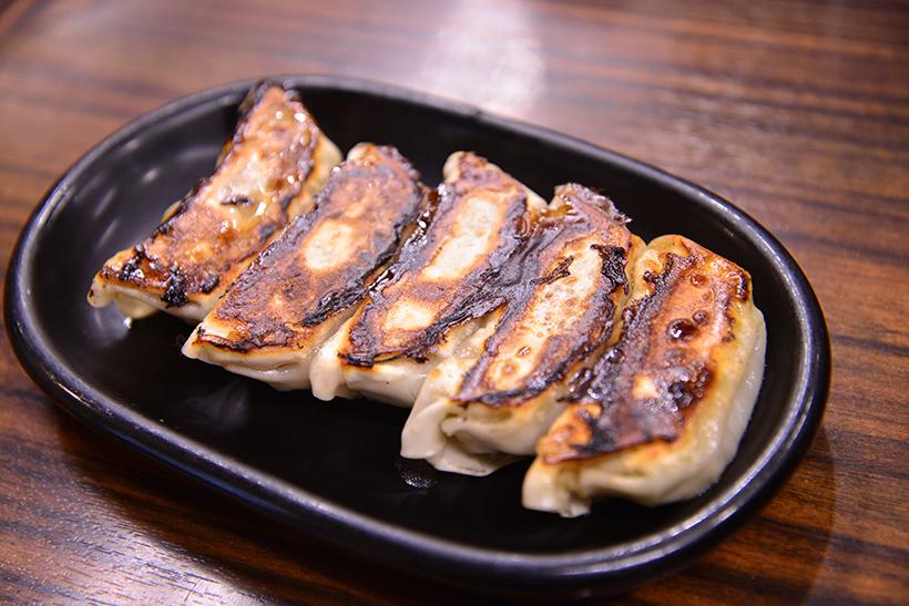 ↑もち豚餃子 5個250円