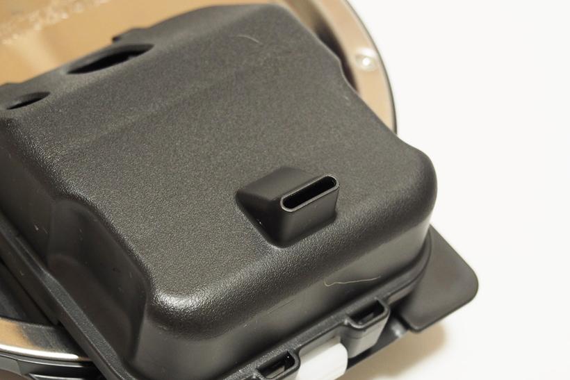 ↑内ブタに装着する「蒸気口 上ケース」の突起状の蒸気口が本体外まで続いているため、本体のフタが蒸気で汚れないのも嬉しい点です