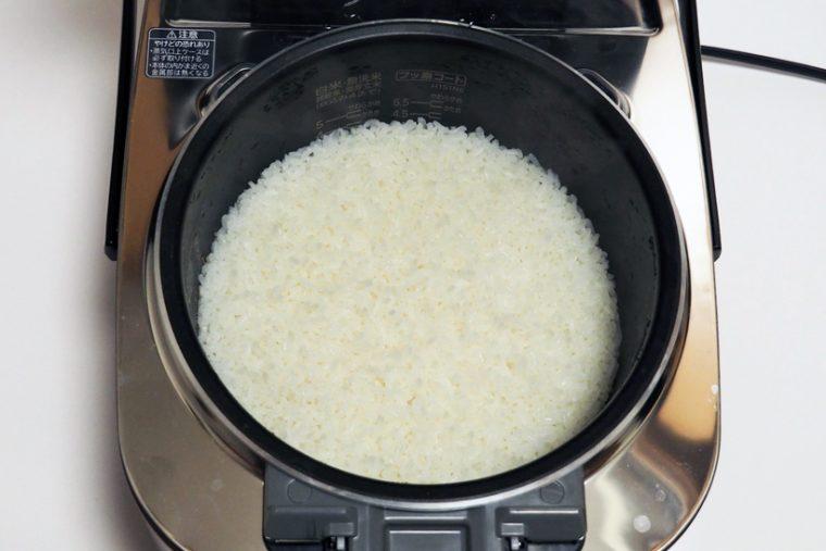 ↑お米が一粒一粒確認できそうな炊き上がり、ツヤもあり、みるからにおいしそうです