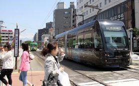 新幹線と路面電車が同じ駅で乗り入れる!? 類を見ない魅力に溢れた「富山地方鉄道市内電車」
