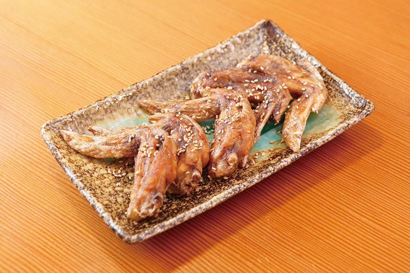 ↑手羽先唐揚(486円) 秘伝のスパイスと、 オリジナルのタレを 使用した手羽先唐 揚。本場名古屋の味 を再現した。