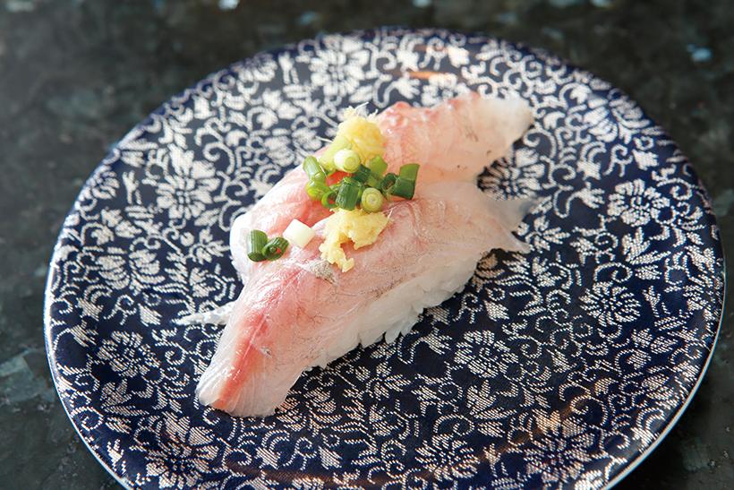 ↑かます/二貫(378円) 干物で食べることの多いかます が、寿司でいただけるのは激レア。 ねっとりとした食感で甘みが強いが、あと味は爽やか