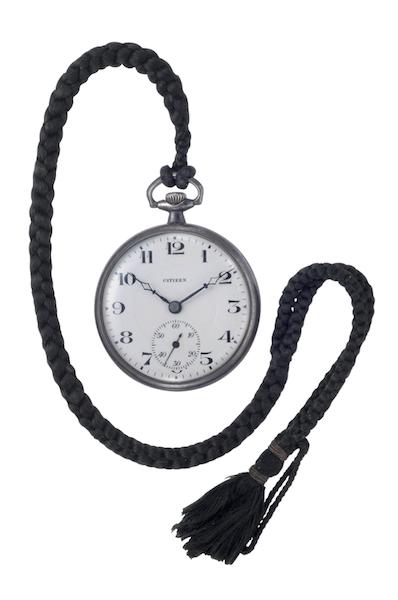 ↑昭和天皇が愛用したものと同型の尚工舎製16型懐中時計(1924年から発売開始)