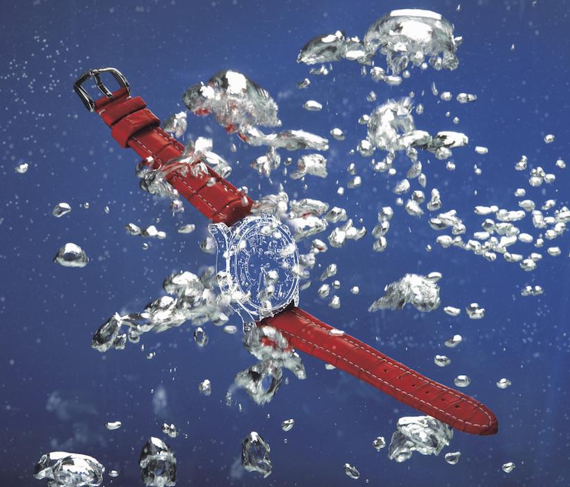 ↑100M潜水が可能なアリゲーター・ 縫い上げる「クチュール・セリエ」技法 ストラップとして話題を呼んだ「ヴ ァイカウント アリゲーター」