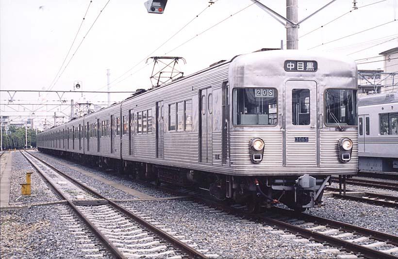 ↑日比谷線の初代車両・3000系。現在も長野〜湯田中間を走る長野電鉄でその雄姿を見ることができる