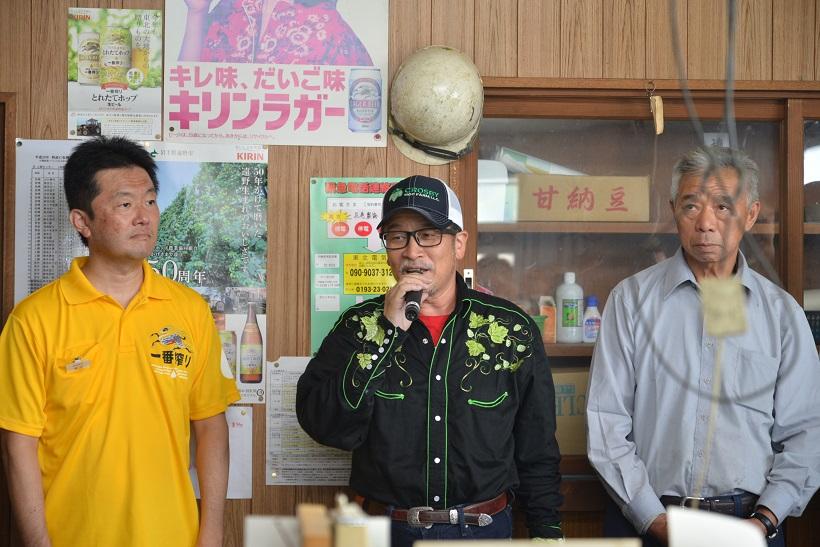 ↑左から、キリンビール岩手支社長の泉水謙二さん、日本ビアジャーナリスト協会代表の藤原ヒロユキさん、遠野ホップ生産組合長の佐々木悦雄さん