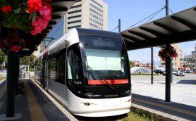 「富山ライトレール」は経営不振に苦しむ地方鉄道のお手本だ! 元JRの線路が路面電車に変身