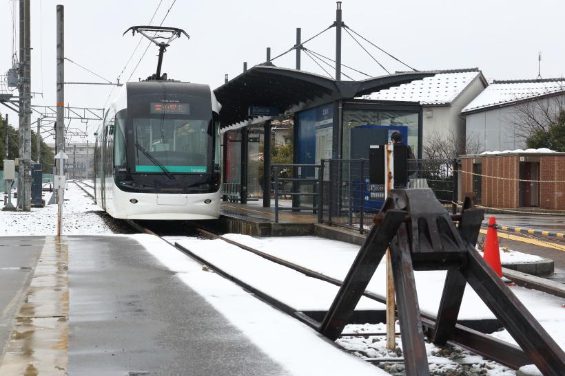 ↑終点の岩瀬浜駅には不釣り合いに大きな車止めがある。元JRの路線だった証しだ