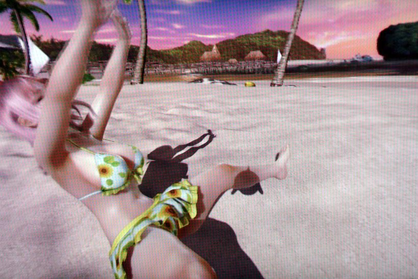 ↑ほのかは、砂浜で前転や後転を披露