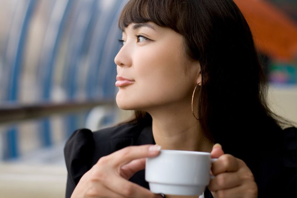 10142620 - businesswoman drinking tea in a cafe
