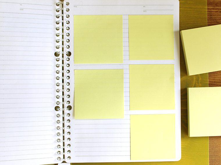 ↑一般的な75㎜角ふせんでは、B5ノートに3枚貼れない