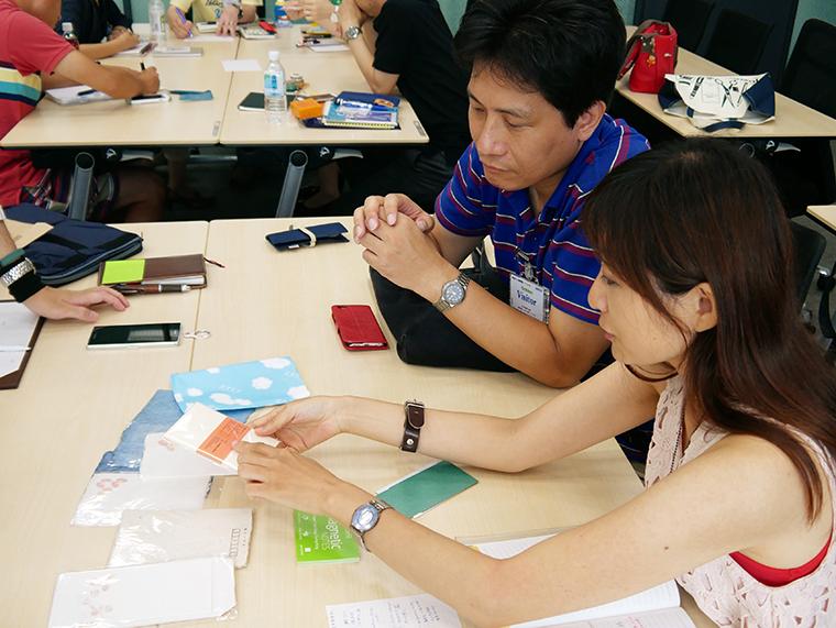 ↑美濃和紙で作られたオリジナルの封筒や一筆箋。しっとりした手触りが魅力だ