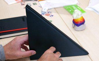 ↑話題となっていた、謎の三角形ハードノート