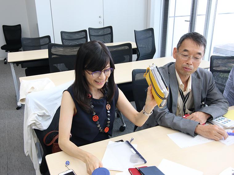 ↑文房具好きで著書もあるフリーアナウンサー・堤信子さんは、旅行用にカスタムしたシステム手帳をプレゼン