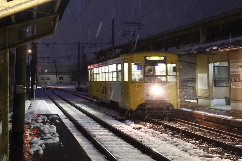 ↑六渡寺駅は、高岡軌道線と新湊港線の接続駅。現在は、両線あわせて万葉線と呼ばれている