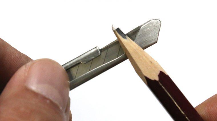 ↑刃を出さないままで鉛筆が削れる特殊な刃ガード