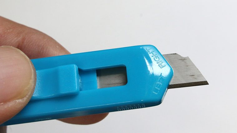 ↑刃を裏返して装着することで、左利き用としても使える