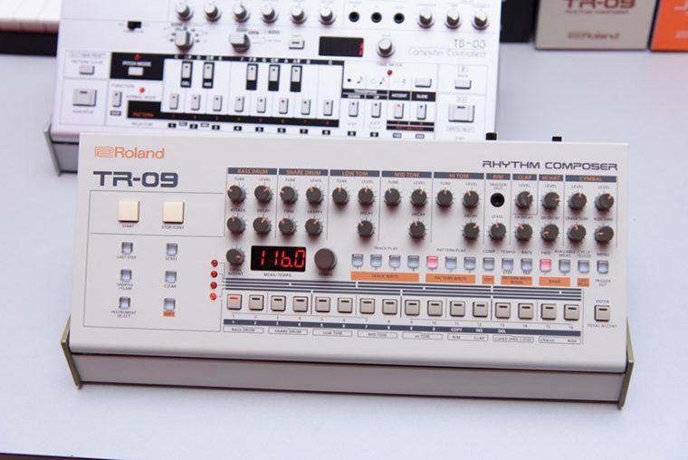 ↑TR-09
