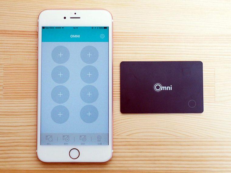 専用アプリケーションを起動したら、隣にマグネットシールを剥がしたOMNI Bluetooth Cardを置いて、任意の「+」マークをタップします