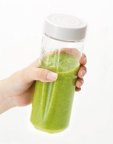 ↑ボトル部分は外せばタンブラーになり、付属のキャップをつけて冷蔵庫での保存も可能です